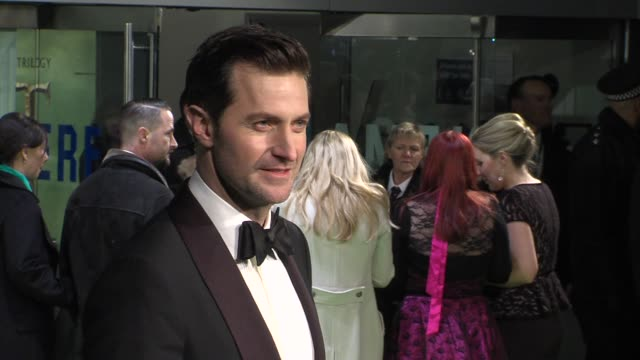 richard armitage at 'the hobbit' uk premiere and royal film performance at odeon leicester square on december 12, 2012 in london, england. - the hobbit stock videos & royalty-free footage