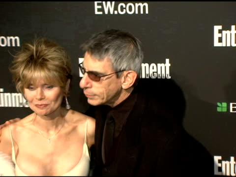 richard belzer and guest at the entertainment weekly's viewing party for 2006 academy awards at elaine's in new york, new york on march 5, 2006. - エンターテインメント・ウィークリー点の映像素材/bロール