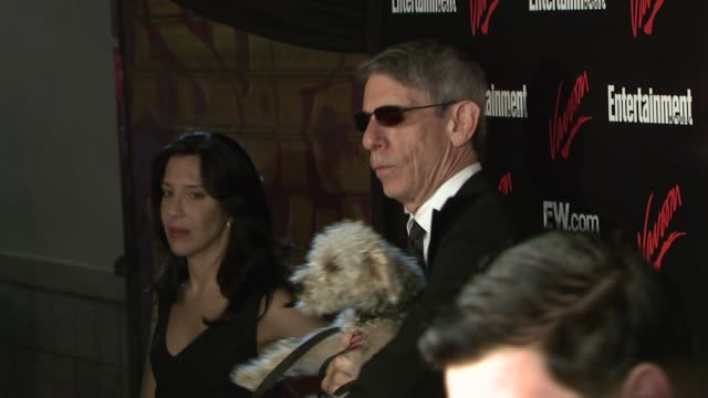 richard belzer at the upfront party hosted by entertainment weekly and vavoom at the box in new york, new york on may 15, 2007. - エンターテインメント・ウィークリー点の映像素材/bロール