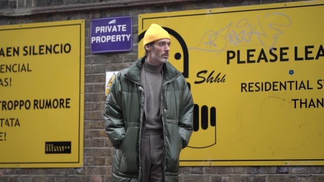 stockvideo's en b-roll-footage met richard biedul wears a yellow wool beanie hat a green long puffer coat during london fashion week men's january 2019 on january 06 2019 in london... - ski jack