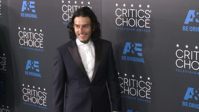 richard cabral at the 2015 critics' choice television awards at the beverly hilton hotel on may 31, 2015 in beverly hills, california. - 放送テレビ批評家協会賞点の映像素材/bロール
