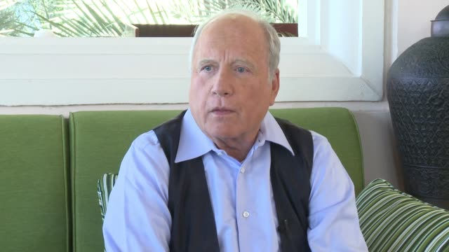 vídeos de stock e filmes b-roll de interview richard dreyfus on celebrating the 40th anniversary of jaws at diff if he anticipated this film to be a success while filming how jaws... - richard dreyfuss