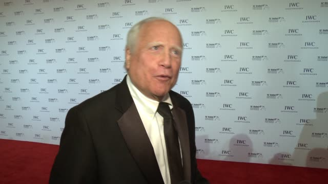 vídeos de stock e filmes b-roll de interview richard dreyfuss at iwc filmmaker award on december 10 2015 in dubai united arab emirates - richard dreyfuss
