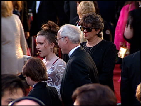 vídeos de stock e filmes b-roll de richard dreyfuss at the 1996 academy awards arrivals at the shrine auditorium in los angeles california on march 25 1996 - richard dreyfuss