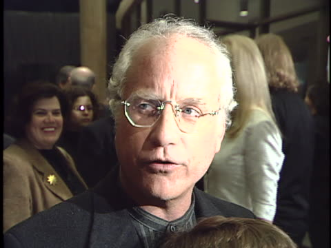 vídeos de stock e filmes b-roll de richard dreyfuss at the mr hollands opus movie premiere at cinerama dome - richard dreyfuss