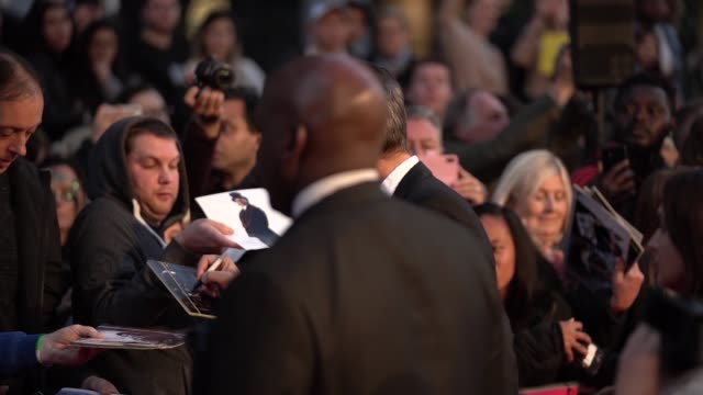 vídeos de stock e filmes b-roll de richard e. grant at 'can you ever forgive me?' uk premiere - 62nd bfi london film festival on october 18, 2018 in london, england. - richard e. grant