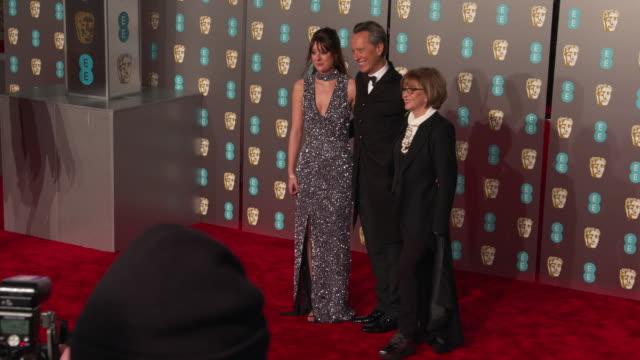 vídeos de stock e filmes b-roll de richard e. grant, joan washington at ee british academy film awards 2019 at royal albert hall on february 10, 2019 in london, england. - richard e. grant