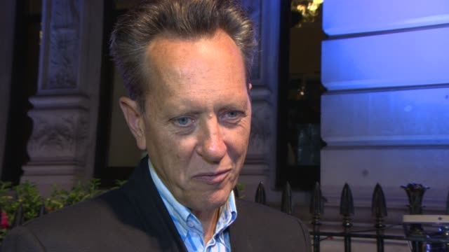 vídeos de stock e filmes b-roll de richard e grant on the british film industry, comparing it to tv, on his career at bfi's luminous gala at 8 northumberland avenue on october 8, 2013... - richard e. grant