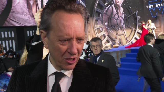 """vídeos de stock e filmes b-roll de richard e. grant on the creation of star wars, being a star wars geek, being grateful to be part of a big film/set at """"star wars: the rise of... - richard e. grant"""