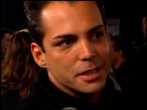 vídeos y material grabado en eventos de stock de richard grieco at the 'scream 2' premiere at grauman's chinese theatre in hollywood, california on december 10, 1997. - scream named work