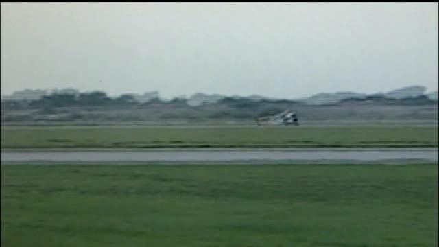 vidéos et rushes de hammond moves hospitals yorkshire elvington airfield footage showing hammond speeding along testing 370mph jetpowered vampire dragster car - essai de voiture