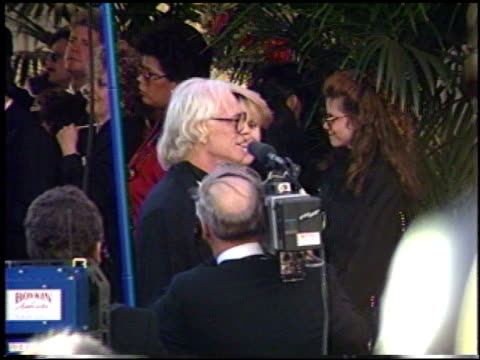 stockvideo's en b-roll-footage met richard harris at the 1991 academy awards at the shrine auditorium in los angeles california on march 25 1991 - 1991