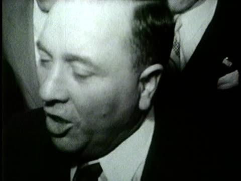 vidéos et rushes de wgn richard j daley in large crowd after being elected chicago's mayor on april 5 1955 - 1955