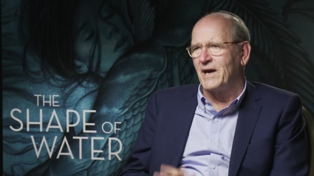 richard jenkins on guillermo del toro setting the film in the isa in 1962, society back then at 'the shape of water' - interview 74th venice... - 第74回ベネチア国際映画祭点の映像素材/bロール