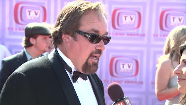 richard karn at the 2009 tv land awards at los angeles ca. - リチャード カーン点の映像素材/bロール