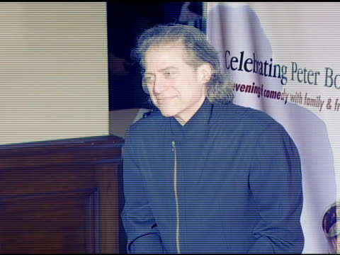richard lewis at the the international myeloma foundation hosts 'celebrating peter boyle' at the wilshire ebell theater in los angeles california on... - ウィルシアーエベル劇場点の映像素材/bロール