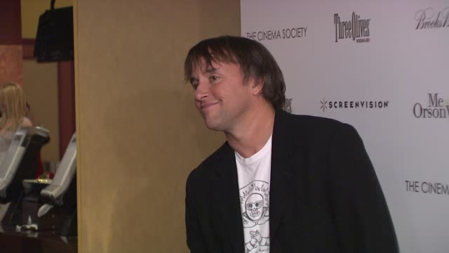 stockvideo's en b-roll-footage met richard linklater at the the cinema society hosts a screening of 'me and orson welles' premiere at new york ny - richard linklater