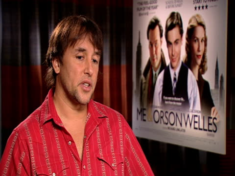 stockvideo's en b-roll-footage met richard linklater on closely christian mckay resembles orson welles and how he couldn't have made this film with him at the me orson welles... - richard linklater