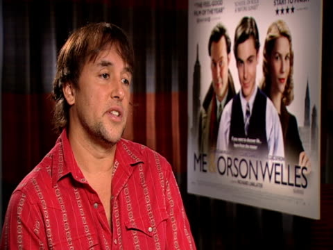 stockvideo's en b-roll-footage met richard linklater on how he'd be very happy if young people get into orson welles through seeing this film at the me orson welles interviews at... - richard linklater