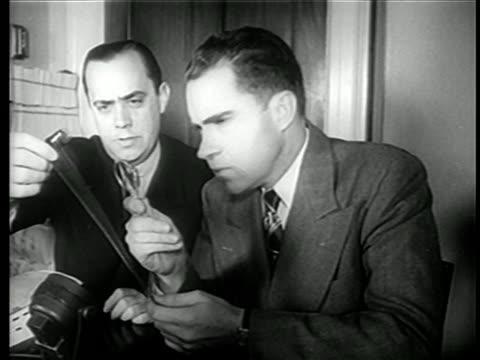 vídeos de stock, filmes e b-roll de richard nixon robert stripling examine microfilm from chamber's farm / newsreel - equipamento fotográfico