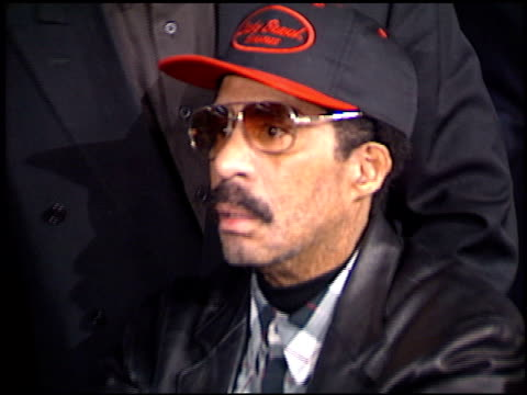 stockvideo's en b-roll-footage met richard pryor at the 'biodome' premiere at grauman's chinese theatre in hollywood california on january 11 1996 - richard pryor