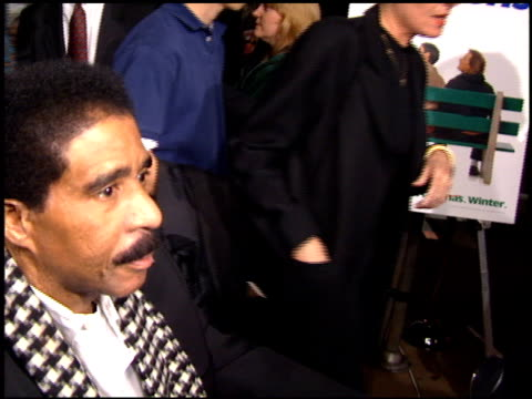stockvideo's en b-roll-footage met richard pryor at the 'dumb and dumber' premiere at the cinerama dome at arclight cinemas in hollywood california on december 6 1994 - richard pryor