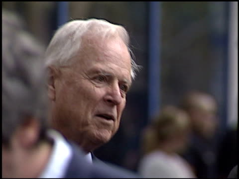 richard riordan at the bob hope honored with hollywood walk of fame plaque at hollywood boulevard in hollywood, california on april 15, 2003. - ボブ ホープ点の映像素材/bロール