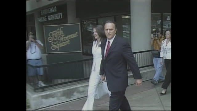 richard scrushy walking with his wife, leslie, to enter the hugo black federal courthouse to jear the jury deliver its verdicts in his trial. - crime or recreational drug or prison or legal trial点の映像素材/bロール
