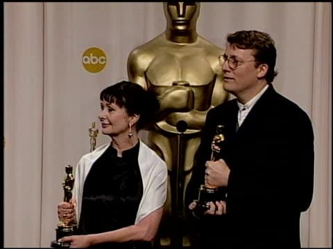 vídeos de stock e filmes b-roll de richard taylor iii at the 2004 academy awards ballroom at the kodak theatre in hollywood california on february 29 2004 - 76.ª edição da cerimónia dos óscares