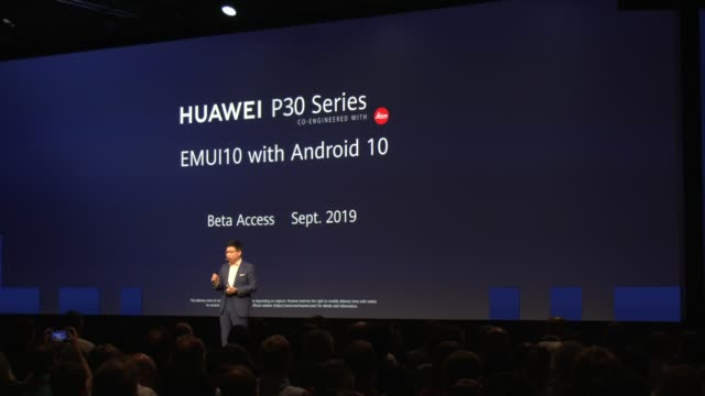 richard yu, head of huawei's consumer business group, attends a huawei press conference at the 2019 ifa home electronics and appliances trade fair on... - press conference点の映像素材/bロール