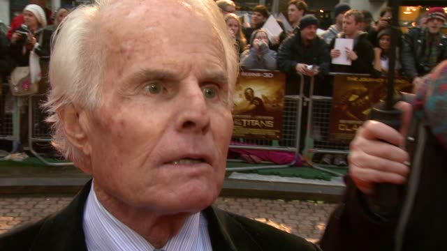 richard zanuck on why the 1981 film was ripe for a remake on sam worthington and why the picked him at the the clash of the titans at london england - clash of the titans stock videos & royalty-free footage