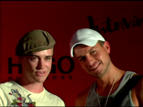 richie rich and trevor raines at the arckid at hugo boss private concert series at hugo boss roof deck in new york, new york on august 2, 2006. - hugo boss stock-videos und b-roll-filmmaterial