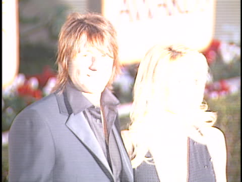 vídeos de stock e filmes b-roll de richie sambora at the golden globes 2001 at beverly hilton hotel, beverly hills in beverly hills, ca. - the beverly hilton hotel