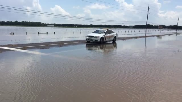 vídeos de stock, filmes e b-roll de footage of flooding from the brazos river, which has overflowed and caused the closure of highway 90a at harlem road in richmond texas the closure of... - major road
