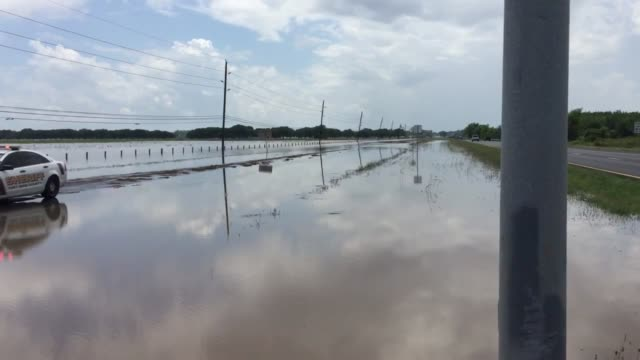 vídeos de stock e filmes b-roll de footage of flooding from the brazos river, which has overflowed and caused the closure of highway 90a at harlem road in richmond texas the closure of... - major road