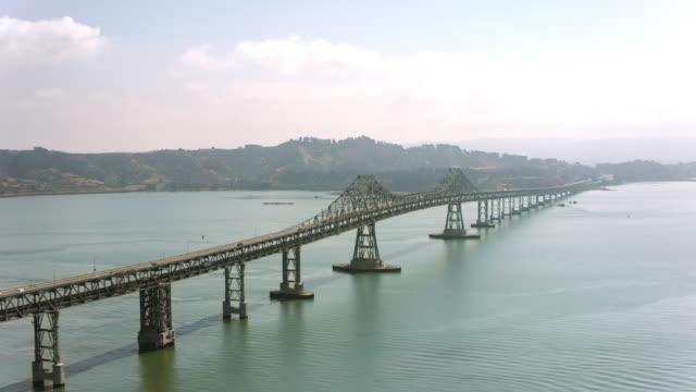 vídeos de stock e filmes b-roll de aerial richmond-san rafael bridge in sunshine - san francisco california