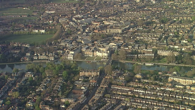 aerial ws richmond-upon-thames - richmond upon thames stock-videos und b-roll-filmmaterial