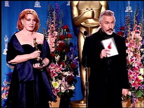 vídeos de stock e filmes b-roll de rick baker at the 2001 academy awards at the shrine auditorium in los angeles california on march 25 2001 - 73.ª edição da cerimónia dos óscares