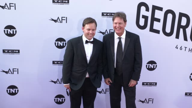 vídeos de stock, filmes e b-roll de rick dees at the american film institute honors george clooney with 46th afi life achievement award at dolby theatre on june 07 2018 in hollywood... - american film institute