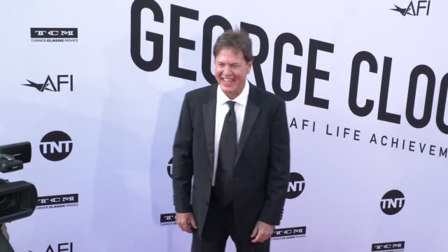 rick dees at the american film institute honors george clooney with 46th afi life achievement award at dolby theatre on june 07 2018 in hollywood... - american film institute bildbanksvideor och videomaterial från bakom kulisserna