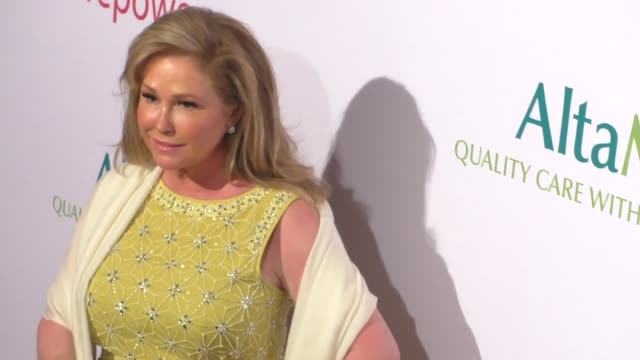 vídeos de stock, filmes e b-roll de rick hilton kathy hilton at the altamed health services' power up we are the future gala at the beverly wilshire four seasons hotel in beverly hills... - four seasons hotel