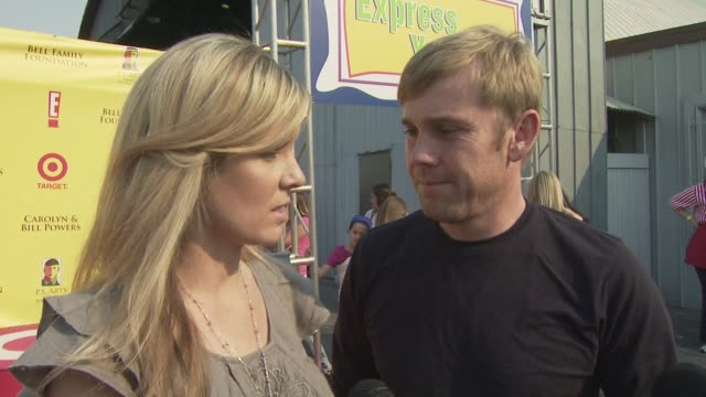 rick schroder and his wife, andrea, on the event, their artistic side at the ps arts 'express yourself' at los angeles ca. - リック シュローダー点の映像素材/bロール