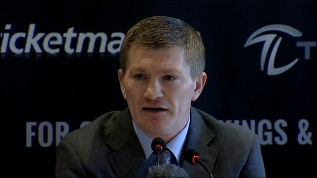 vidéos et rushes de ricky hatton announces he's coming out of retirement; manchester: int hatton press conference sot - the only way, after three ways out, and the... - persuasion