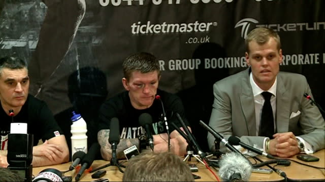 ricky hatton announces his retirement after losing comeback fight england manchester int unnamed man sat next boxer ricky hatton at press conference... - itv weekend lunchtime news点の映像素材/bロール