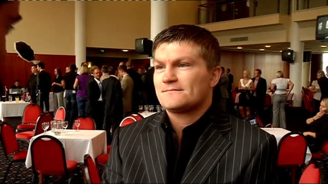 york int various general views ricky hatton standing around at boxing event hatton posing with others for photocall hatton drinking pint of guinness... - world title stock videos and b-roll footage