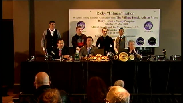 vídeos de stock e filmes b-roll de ricky hatton press conference; more newly-signed boxers introduced and up to podium including scott quigg, matthew askin, danny butler, joe murray... - lightweight