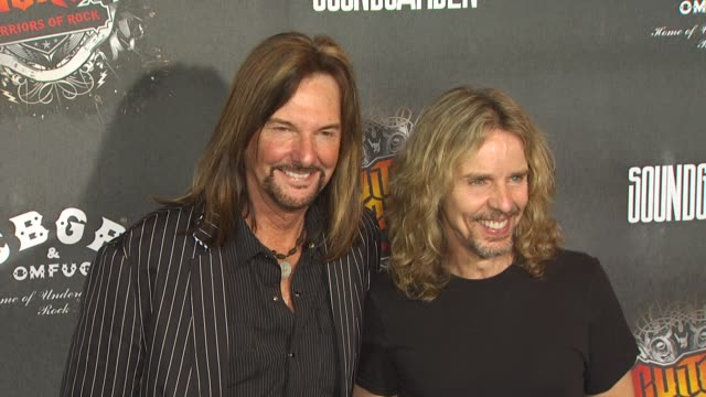 vidéos et rushes de ricky phillips and tommy shaw at the guitar hero: warriors of rock with soundgarden at hollywood ca. - rock moderne