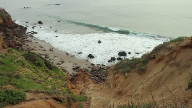 ws ha ridge at seashore / los angeles, california, usa - mit handkamera stock-videos und b-roll-filmmaterial