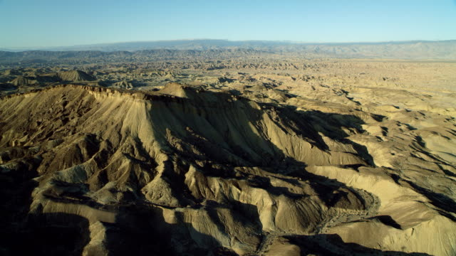 ridge in anza-borrego state park ca - terreno accidentato video stock e b–roll