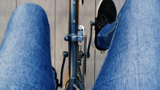 自転車に乗ってください。 - たたむ点の映像素材/bロール